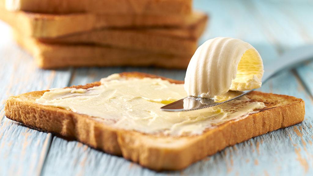 Neste artigo, vamos explicar por que a manteiga é considerada muito mais saudável do que a margarina